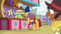 Appleloosan mare wins the horseshoe game S9E22
