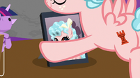 Cozy puts photo of herself on desk S8E26