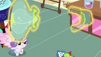 Flurry Heart splits balloon toy into two pieces S7E3