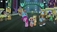 Main ponies and Pillars in the middle of Manehattan S7E26