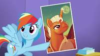 Rainbow points at the Smash Fortune poster S5E19