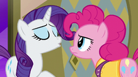 Rarity scoffing at Pinkie Pie S6E12