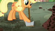 S05E03 Applejack wykopuje korzenie