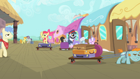 Apple Bloom trying to find Scootaloo S4E05