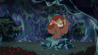 Yona climbs away from the spiders S8E22