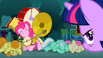 Background ponies covering their ears S3E05