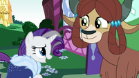 Rarity singing in front of older Yona S9E26
