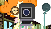 Scribble Dee filming Rarity EGDS12