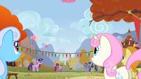 Every pony watches Pinkie Pie float away S1E13