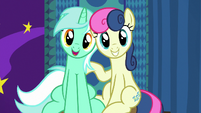 Lyra and Bon Bon taking a booth picture S8E5