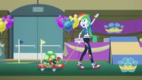 Rainbow Dash waving to the crowd EGDS36