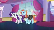 "S05E14 Rarity i Sassy Saddles krzyczą ""nie"""