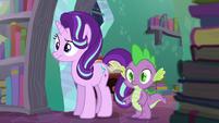 Starlight and Spike watching S6E2