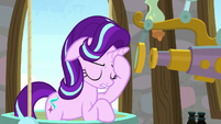 Starlight shaking her head in frustration S8E15