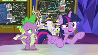 Twilight Sparkle pointing at Pinkie S9E4