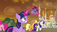 Twilight catches falling Sombrafied guards S9E2