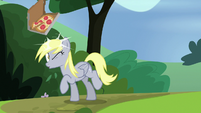 Derpy hit in the head with pizza box S7E4