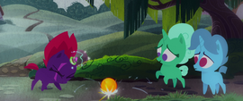 Fizzlepop Berrytwist trying to levitate the ball MLPTM