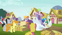 Rarity's swan cart drawing attention S6E14