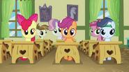 S02E23 Uczniowie w ławkach