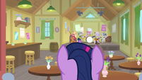 Twilight Sparkle enters the music hall S9E5