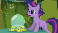 Twilight in front of a crystal ball S2E20