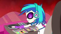 DJ Pon-3 starting the music EG2