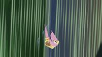Fluttershy plummeting toward the ground S7E20