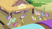 Other ponies looking at Rarity S4E13