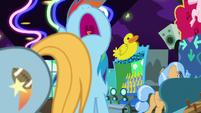 Rainbow Dash wailing with despair S8E5