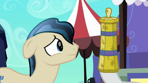 Rarity distracts Ivory with straw weaving S3E02.png