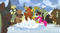 Rutherford and yaks turn heads away from Pinkie S7E11
