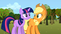 Twilight Applejack happy S02E15