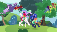 Princesses pass changelings, Capper, and dragons S9E13