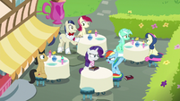"""Rainbow """"I'm only hanging out with ponies"""" S8E17"""