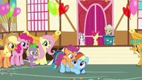 Rainbow Dash brings Scootaloo to the stage S9E12