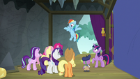 Rainbow Dash returns to the theater S8E7