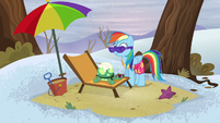 Rainbow looks at Tank feeling sleepy S5E5