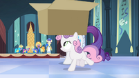 Sweetie Belle snatches the box S4E19