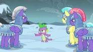 S06E16 Spike rozkazuje się rozdzielić
