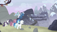 Starlight flees toward the mountain S5E2