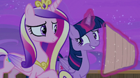 Twilight offers to give Flurry a tour of Fillydelphia S7E22