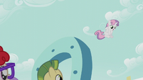 Sweetie Belle drops down from the giant horseshoe S5E18