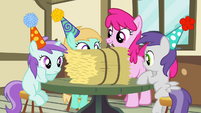 Mare and fillies with hay bale S4E12