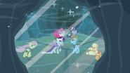 S02E11 Zamarznięte wyjście z jaskini