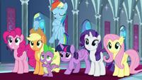 Twilight bowing graciously to princesses S9E1