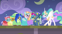 Celestia acting during the dance number S8E7
