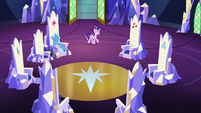 Starlight pacing in the throne room S7E2