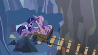 """Twilight and Cadance """"I'll be there very soon"""" S2E26"""