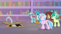 Young five look uncertain at each other S8E22